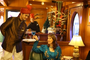 The attentive staff on board the Maharajas' Express are happy to serve you world-class cocktails, such as in the stately Rajah Club.